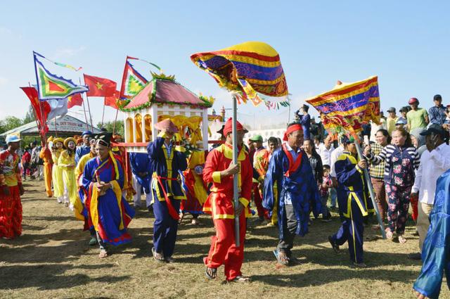 Độc đáo Lễ hội Nghinh Ông lớn nhất Đồng bằng sông Cửu Long - Ảnh 1.
