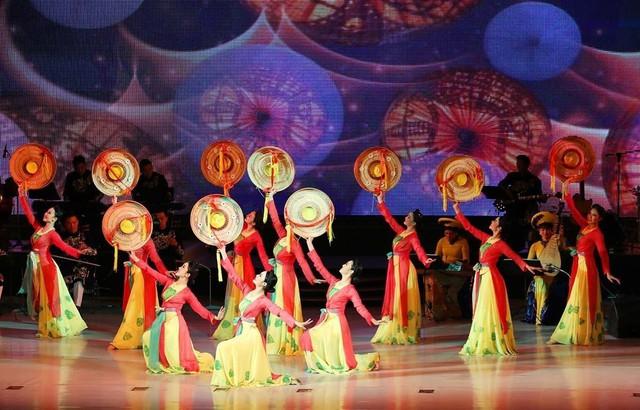Đoàn Nghệ thuật Quốc gia Việt Nam biểu diễn tại Triều Tiên - Ảnh 1.