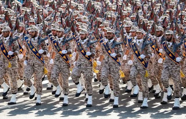 Coi Vệ binh Cách mạng Iran là khủng bố: Mỹ tự vác đá đập chân mình? - Ảnh 1.