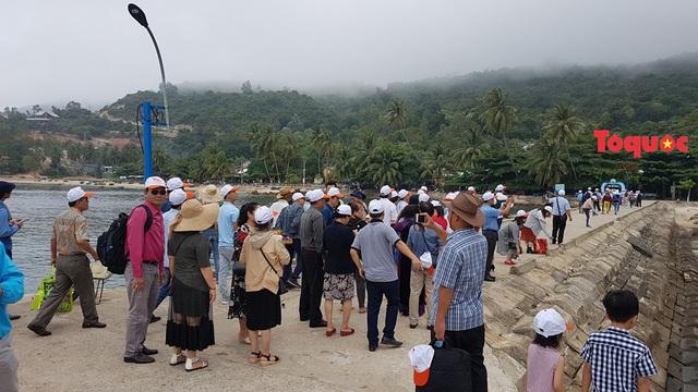 """Đảo Cù Lao Chàm đón lượng khách du lịch """"khủng"""" dịp nghỉ lễ Giỗ tổ Hùng Vương - Ảnh 1."""
