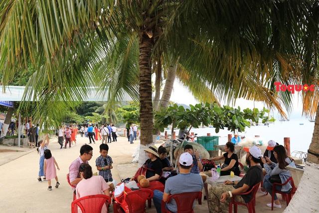 """Đảo Cù Lao Chàm đón lượng khách du lịch """"khủng"""" dịp nghỉ lễ Giỗ tổ Hùng Vương - Ảnh 3."""