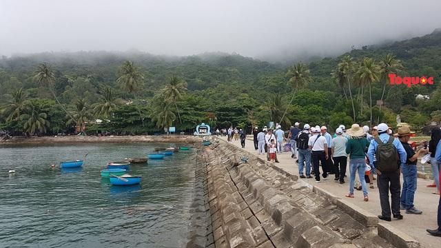 """Đảo Cù Lao Chàm đón lượng khách du lịch """"khủng"""" dịp nghỉ lễ Giỗ tổ Hùng Vương - Ảnh 2."""