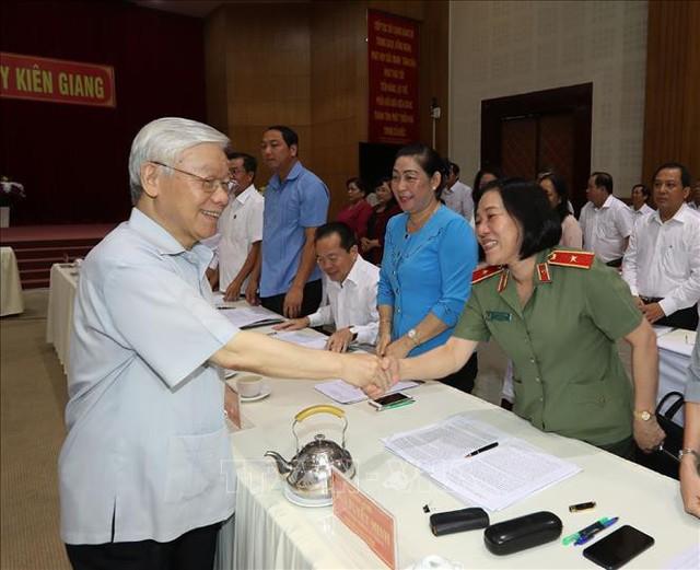 Tổng Bí thư, Chủ tịch nước Nguyễn Phú Trọng làm việc với lãnh đạo chủ chốt tỉnh Kiên Giang - Ảnh 2.