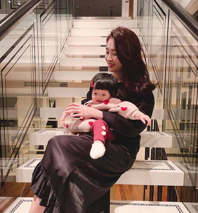 Cận cảnh nơi sống xa hoa, rợp bóng cây xanh của vợ chồng Hoa hậu Đặng Thu Thảo - Ảnh 5.