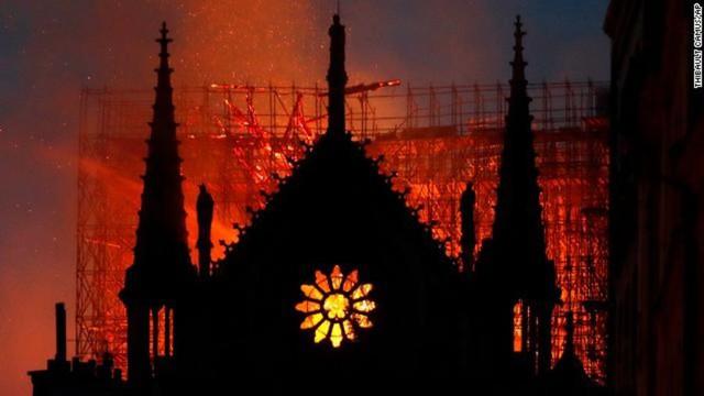 Điều đầu tiên các nhà lãnh đạo thế giới nói về vụ cháy Nhà thờ Đức Bà? - Ảnh 1.