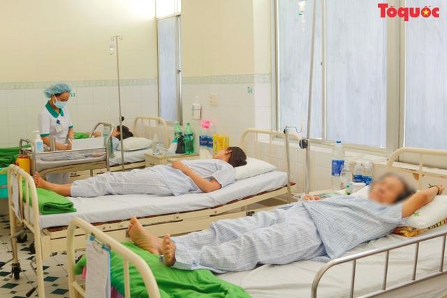 Chưa đủ cơ sở kết luận đoàn du khách Lào bị ngộ độc thực phẩm - Ảnh 1.