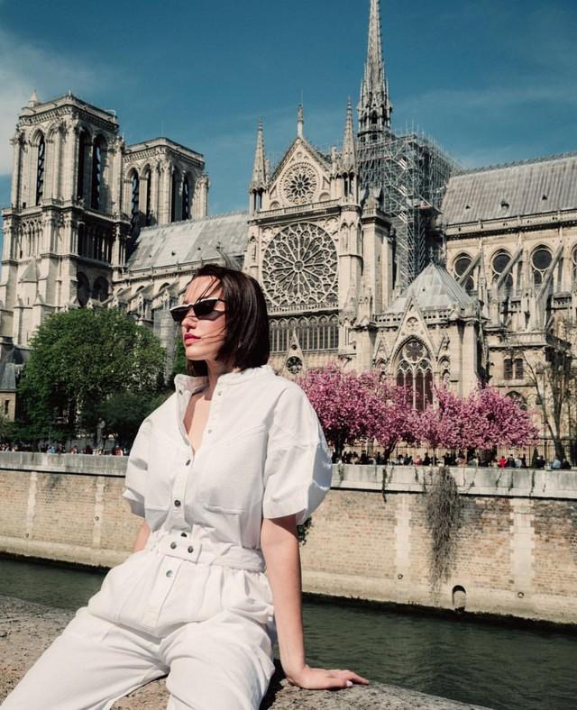 Đám cháy đã phá hủy Nhà thờ Đức Bà ở Paris: Nơi đây từng là biểu tượng của sự bình yên của cả nước Pháp - Ảnh 13.