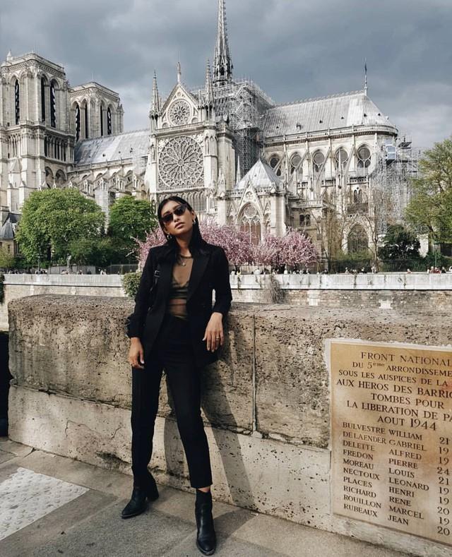 Đám cháy đã phá hủy Nhà thờ Đức Bà ở Paris: Nơi đây từng là biểu tượng của sự bình yên của cả nước Pháp - Ảnh 15.