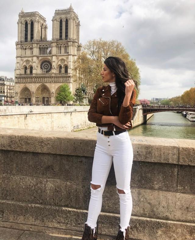 Đám cháy đã phá hủy Nhà thờ Đức Bà ở Paris: Nơi đây từng là biểu tượng của sự bình yên của cả nước Pháp - Ảnh 16.