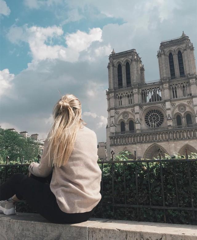 Đám cháy đã phá hủy Nhà thờ Đức Bà ở Paris: Nơi đây từng là biểu tượng của sự bình yên của cả nước Pháp - Ảnh 17.