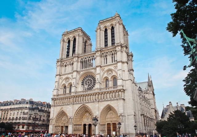 Đám cháy đã phá hủy Nhà thờ Đức Bà ở Paris: Nơi đây từng là biểu tượng của sự bình yên của cả nước Pháp - Ảnh 4.