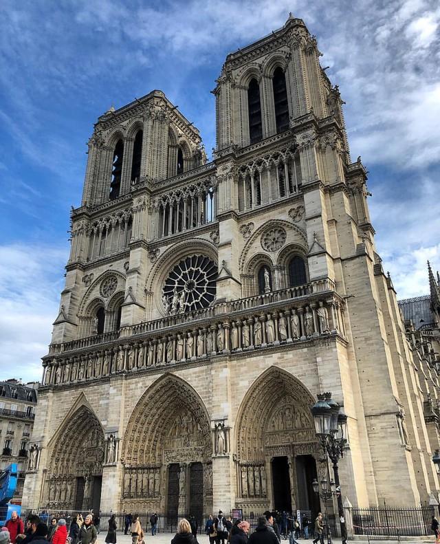 Đám cháy đã phá hủy Nhà thờ Đức Bà ở Paris: Nơi đây từng là biểu tượng của sự bình yên của cả nước Pháp - Ảnh 5.
