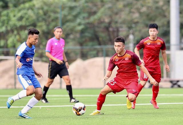HLV trưởng U18 Việt Nam Hoàng Anh Tuấn: Có một vài cầu thủ U18 hiện tại đủ khả năng dự bị SEA Games cuối năm - Ảnh 1.