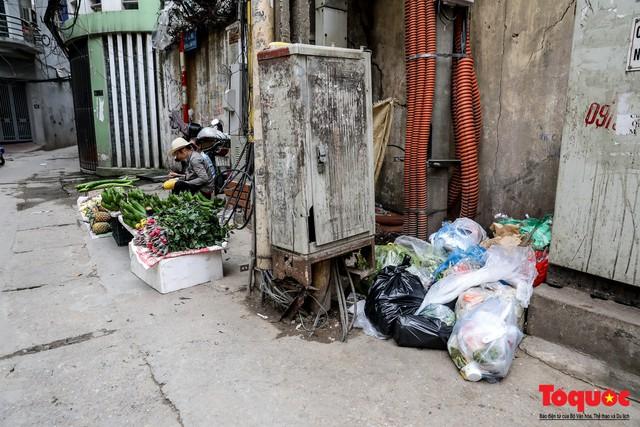 Với chiêu này, ngõ nhỏ Hà Nội đã trị được việc đổ rác trộm - Ảnh 10.
