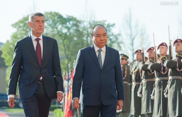 Thủ tướng Cộng hòa Czech chủ trì lễ đón chính thức Thủ tướng Nguyễn Xuân Phúc - Ảnh 3.