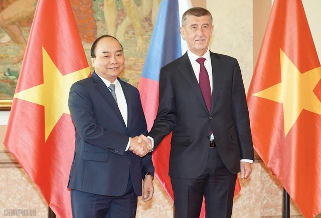 Thủ tướng Cộng hòa Czech chủ trì lễ đón chính thức Thủ tướng Nguyễn Xuân Phúc - Ảnh 4.