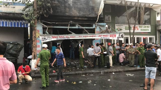 Thừa Thiên Huế: Cửa hàng xe đạp điện cháy lớn trong đêm, 3 người tử vong - Ảnh 1.