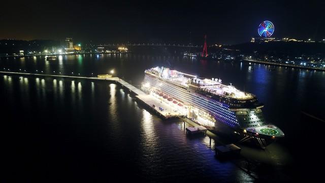 Cảng tàu du lịch quốc tế Hạ Long tiến tới đón tiếp cả khách quốc tế và nội địa - Ảnh 1.