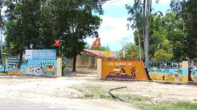 UBND huyện Hàm Tân, Bình Thuận nói gì về vụ thầy giáo dạy tiểu học có hành vi dâm ô học sinh? - Ảnh 1.