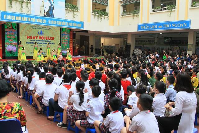 Tưng bừng Ngày Hội sách ngành giáo dục Quận Hoàn Kiếm 2019 - Ảnh 1.