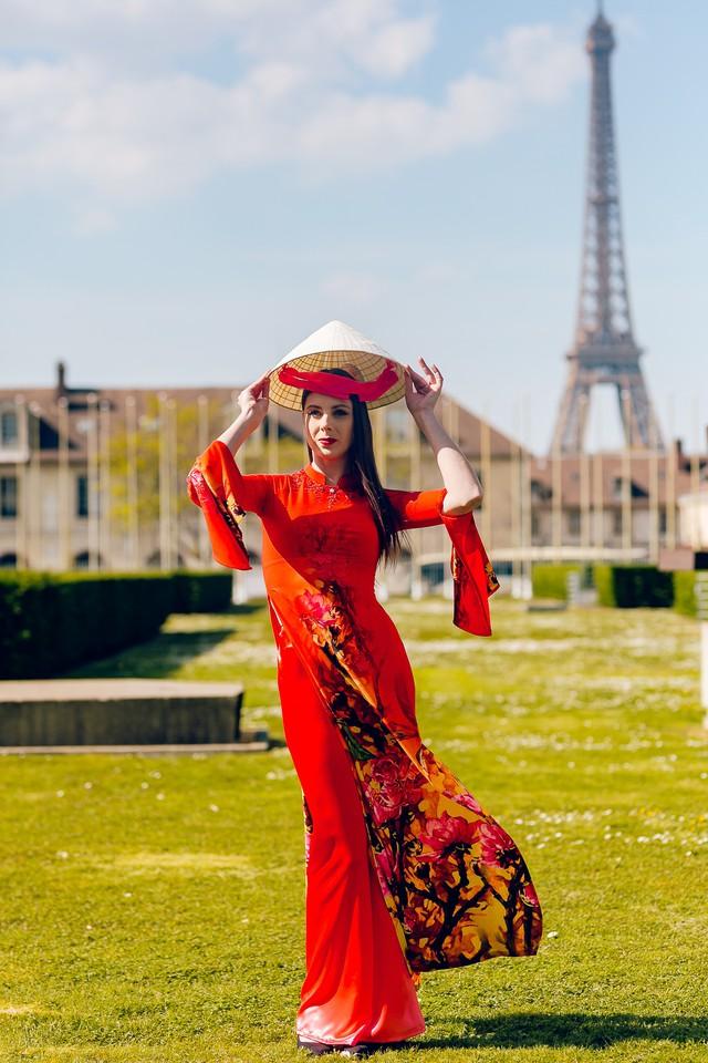 Áo dài Việt tung bay trên quảng trường UNESCO của Pháp - Ảnh 7.