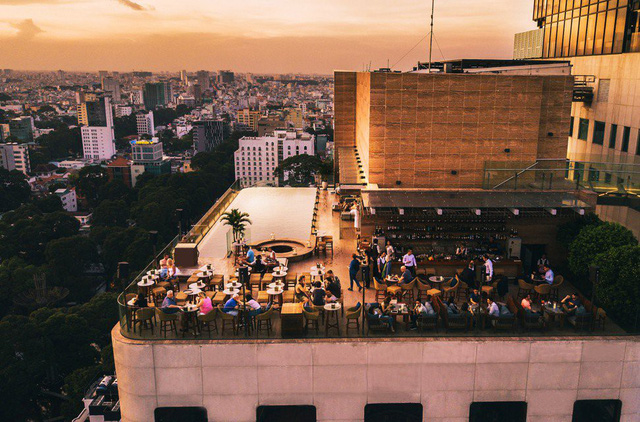 Báo Hongkong ấn tượng năm tầng thượng phô diễn hào quang của Sài Gòn - Ảnh 1.