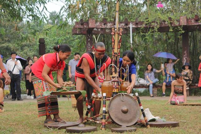 Độc đáo Lễ hội cúng cơm mới của dân tộc Xtiêng - Ảnh 1.