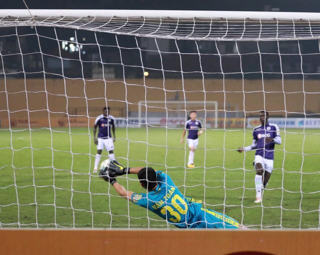 Ngược dòng ngoạn mục, Hà Nội FC đánh bại Hải Phòng ngay trên sân nhà - Ảnh 1.