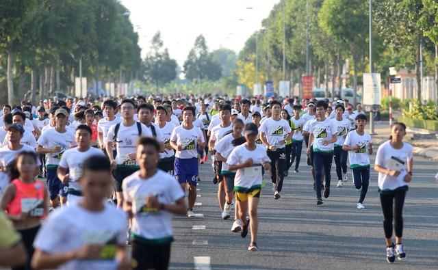 Hàng ngàn vận động viên tham gia giải Marathon quốc tế Hậu Giang 2019 - Ảnh 1.