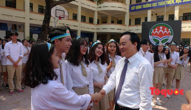 Bộ trưởng Giáo dục và Đào tạo: Mặc dù gần đây có việc này việc kia nhưng tôi vẫn rất tin vào các thầy cô - Ảnh 2.
