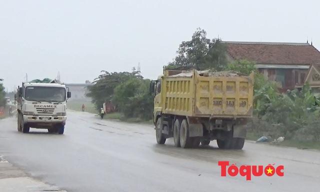 Nghệ An: Xe chở đất, đá cày nát đường dân sinh ra quốc lộ, người dân sống chung với ô nhiễm - Ảnh 5.