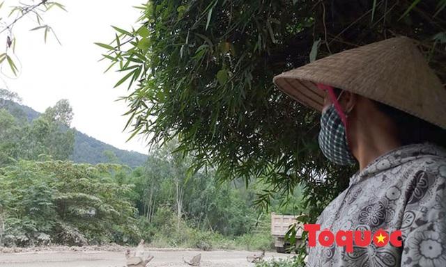 Nghệ An: Xe chở đất, đá cày nát đường dân sinh ra quốc lộ, người dân sống chung với ô nhiễm - Ảnh 7.
