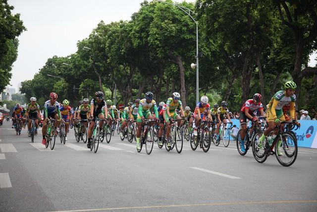 300 tay đua tham gia Cuộc đua xe đạp Về Điện Biên Phủ 2019 - Ảnh 1.