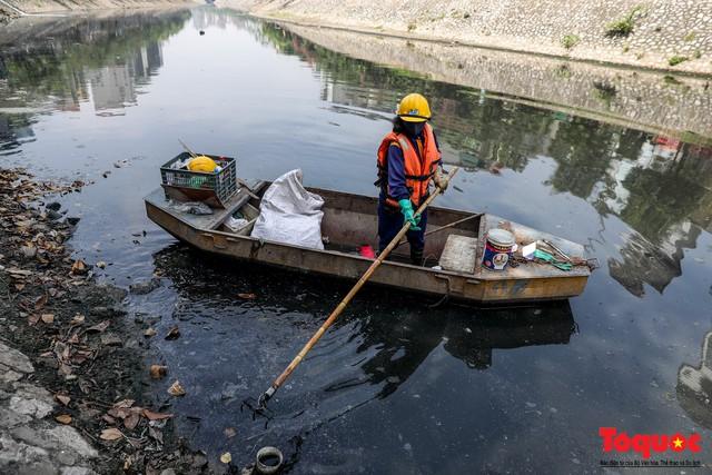 Tình trạng đen ngòm, hôi thối của sông Tô Lịch trước thông tin Hà Nội sẽ thí điểm làm sạch bằng công nghệ Nhật Bản - Ảnh 4.