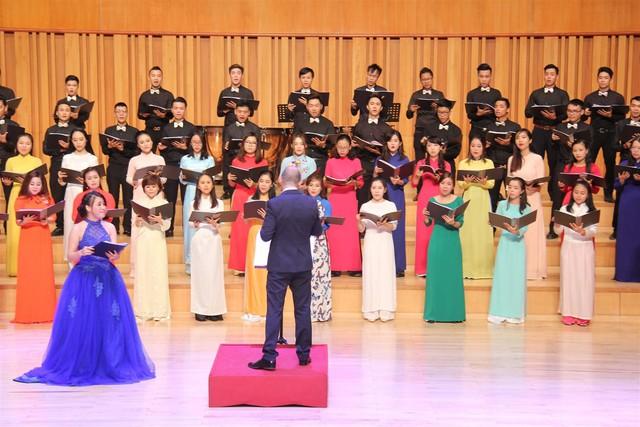 Gần 1.000 nghệ sĩ tham gia Hội thi hợp xướng quốc tế Việt Nam lần thứ VI - Ảnh 1.