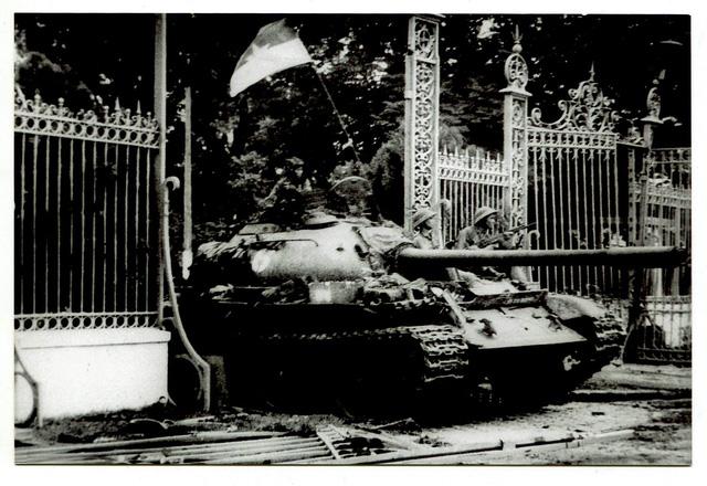 Chiến dịch Hồ Chí Minh toàn thắng qua thơ và trường ca - Ảnh 1.