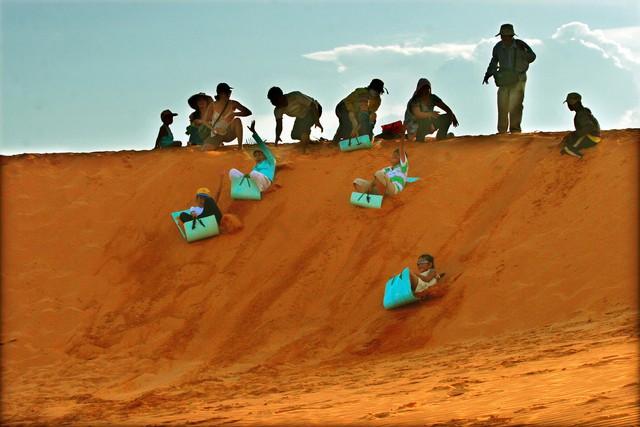 Gìn giữ, tôn tạo và phát huy vẻ đẹp tự nhiên Đồi cát bay Mũi Né - Ảnh 2.