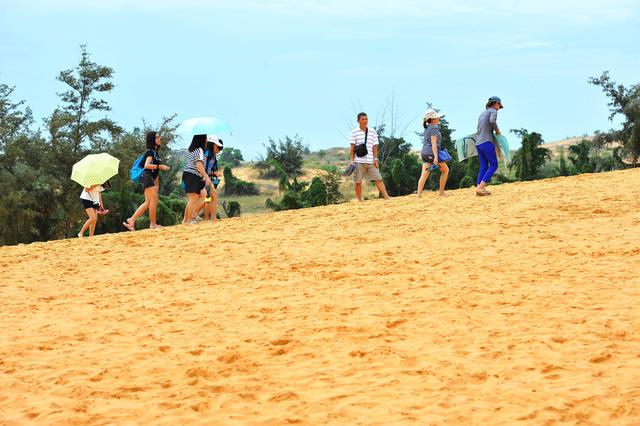 Gìn giữ, tôn tạo và phát huy vẻ đẹp tự nhiên Đồi cát bay Mũi Né - Ảnh 3.