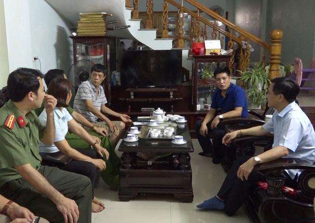 Lào Cai: Một bảo vệ tổ dân phố bị con nghiện đâm liên tiếp - Ảnh 1.