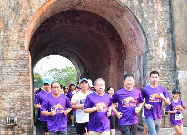 Full marathon lần đầu tiên khởi tranh tại Huế thu hút hàng nghìn vận động viên trong nước và quốc tế - Ảnh 1.