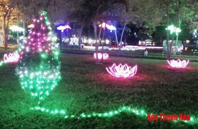 Thanh Hóa: Khai mạc lễ hội ánh sáng tại Công viên văn hóa Hội An - Ảnh 1.
