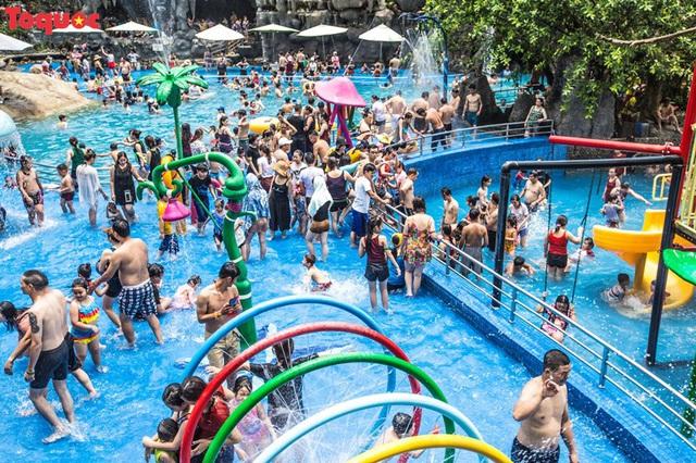Hơn 20.000 lượt khách đến với khu du lịch Núi Thần Tài - Ảnh 1.