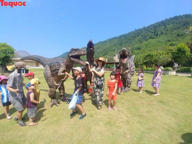 Hơn 20.000 lượt khách đến với khu du lịch Núi Thần Tài - Ảnh 2.