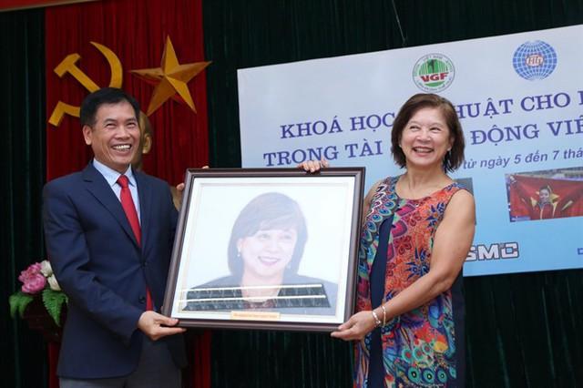Tượng đài của Thể dục dụng cụ thế giới đến Việt Nam  - Ảnh 1.