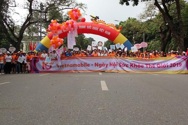 Bộ trưởng Y tế đi bộ 10.000 bước để hưởng ứng chương trình Sức khỏe Việt Nam - Ảnh 3.