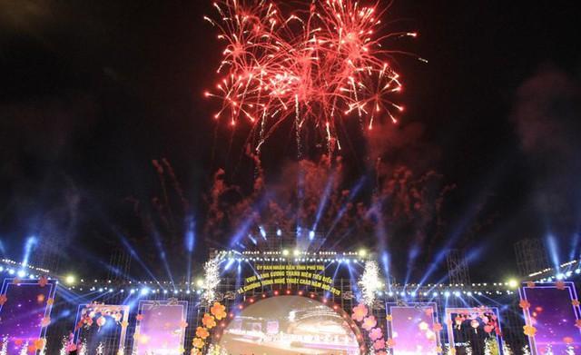 Bắn pháo hoa tại Lễ Khai hội Đền Hùng 2019 - Ảnh 1.