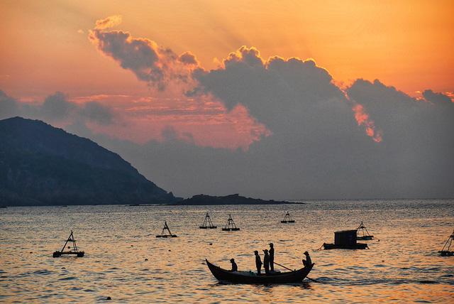 Báo Thái Lan đánh giá biển Quy Nhơn: có những quyến rũ mà rất nhiều thành phố biển trên thế giới đã mất - Ảnh 1.