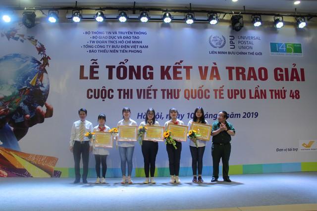Nữ sinh Hải Dương giành giải nhất cuộc thi viết thư UPU lần thứ 48 năm 2019 - Ảnh 3.