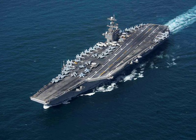 Sức ép thép với Iran, tàu chiến Mỹ sẵn sàng tới Hormuz nếu cần - Ảnh 1.