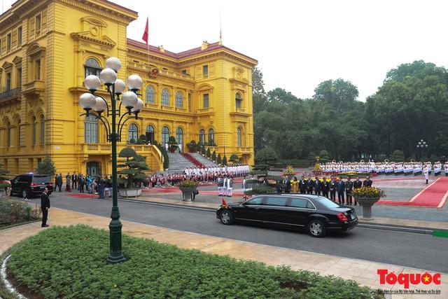 Thủ tướng Nepal đến thăm chính thức Việt Nam và dự Đại lễ  Phật đản Vesak 2019 - Ảnh 1.